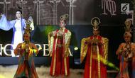 "Artis opera Tiongkok, Chu Lan Lan tampil menghibur penonton pada pertunjukan Beijing Opera, di Lippo Mall Kemang, Jakarta, Minggu (16/9). Pertunjukkan ini mengusung ""Elegancy in Heart and Live Happily Ever After"" (Liputan6.com/Fery Pradolo)"