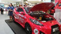 Pameran mobil listrik nasional (Molina) digelar di F(X) Sudirman, Jakarta, Selasa (29/4/2014). (Liputan6.com/Gesit Prayogi)
