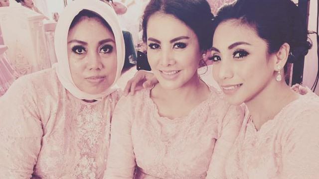 Siti KDI, Cici Paramida dan kakaknya