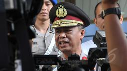 Kadiv Humas Polri Irjen Pol Anton Charliyan memberikan keterangan kepada wartawan usai menghadiri pelantikan secara tertutup Komjen Pol Budi Gunawan di Mabes Polri, Jakarta, Rabu (22/4/2015). (Liputan6.com/JohanTallo)
