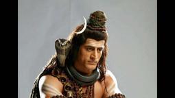 Tinggi, tegap, bertubuh atletis, Mohit memang dianggap sangat pantas memerankan sosok Dewa Siwa. Salah satu dari tiga dewa utama dipuja oleh umat Hindu (www.bollywoodlife.com)
