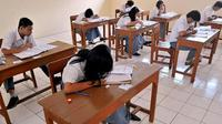 Sebanyak 45 persen sekolah di Banten harus mengikuti UN secara manual atau menggunakan kertas dan pensil.