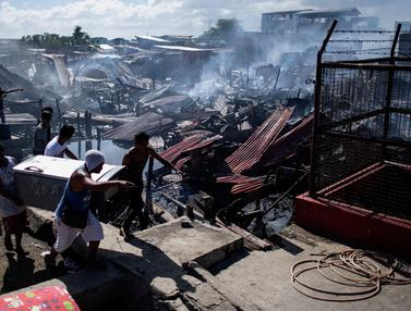 Kebakaran Landa Permukiman Kumuh di Manila