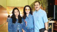 Mayangsari bersama Bambag Trihatmodjo dan Khirani Trihatmodjo tampil seragam memakai baju biru (Dok.Instagram/@https://www.instagram.com/p/Bt-iMkHALRV/Komarudin)