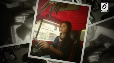 Sejak berpisah dengan suami, Rukhawati putuskan jadi sopir truk untuk mencari rezeki. Saban hari ia berkeliling Sumatera Selatan mengantarkan barang.