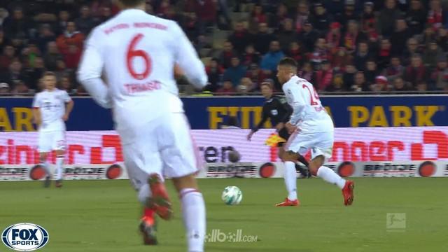 Bayern Munich semakin dekat dengan gelar Bundesliga musim ini setelah menang telak 4-0 atas Freiburg. Gol bunuh diri Alexander Sch...