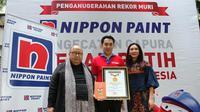 """Nippon Paint Indonesia memecahkan rekor MURI Indonesia untuk kategori """"Pengecatan Gapura Merah Putih Terbanyak"""", Senin (20/8)."""