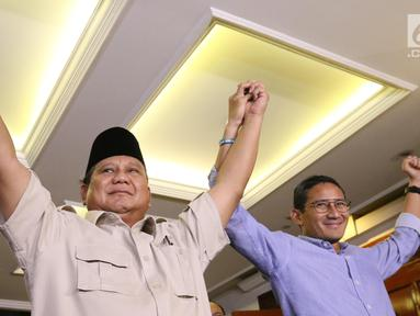 Ekspresi capres-cawapres nomor urut 02 Prabowo Subianto (kiri) dan Sandiaga Uno usai memberi ketarangan terkait hasil putusan sidang Mahkamah Konstitusi (MK) di Jakarta, Kamis (27/6/2019). Prabowo dan Sandiaga menerima hasil putusan MK terkait sengketa Pilpres 2019. (Liputan6.com/Angga Yuniar)