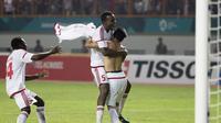Pemain Uni Emirat Arab (UEA) melakukan selebrasi usai menaklukkan Indonesia pada laga Asian Games di Stadion Wibawa Mukti, Jawa Barat, Jumat (24/8/2018). Indonesia kalah adu penalti dari UEA. (Bola.com/Vitalis Yogi Trisna)