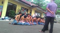 Sejumlah pelajar diamankan usai tawuran di Bogor. (Liputan6.com/Bima Firmansyah)