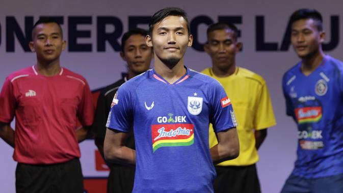Pemain PSIS Semarang berpose saat Peluncuran Shopee Liga 1 di SCTV Tower, Jakarta, Senin (13/5). Sebanyak 18 klub akan bertanding pada Liga 1 mulai tanggal 15 Mei. (Bola.com/Vitalis Yogi Trisna)