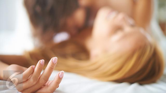 4 Cara Agar Lebih Intim dengan Pasangan Saat Bercinta - Health ... 5fc8579f44