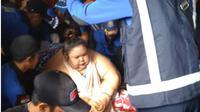 Akhirnya, Titi Wati (37) wanita obesitas yang memiliki berat 350 kg, Jumat (11/1), pagi dievakuasi dari rumahnya di Jalan George Obos 25 ke Rumah Sakit Umum (RSUD) Dorrys Sylvanus Palangka Raya. (Liputan6.com/