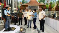 Bamsoet berkunjung ke museum Mister Manix atau Bang Yos di Bekasi.