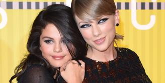 Sebulan sudah Selena Gomez berada dalam masa rehabilitasi dalam proses penyembuhan gangguan emosionalnya. Sebagai sahabat karib, Taylor Swift, kabarnya ikut berperan membantu pemulihan Gomez. (AFP/Bintang.com)