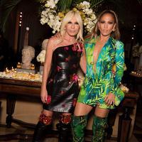 Fashion Nova menjiplak desain gaun ikonis Jennifer Lopez