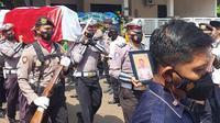 Prosesi pemakaman  Aiptu Ahmad Bastari. (Ahmad Adirin/Liputan6.com)
