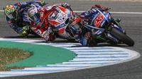 Valentino Rossi dan Maverick Vinales kalah cepat dari pebalap satelit Yamaha, Johann Zarco, pada balapan MotoGP Jerez, Minggu (7/5/2017). (EPA/Jose Manuel Vidal)