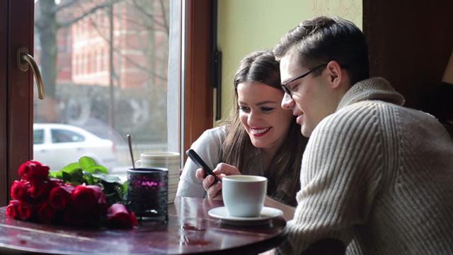 Pria butuh kepercayaan, penerimaan, dan penghargaan dari pasangannya./Copyright shutterstock.com