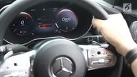 Tachometer pada Mercedes-Benz C300 AMG Line saat peluncuran Mercedes Benz The new C-Clas Production Roll-off di Pabrik Mercedes-Benz, Wanaherang, Bogor, Selasa (11/12).  (Liputan6.com/Herman Zakharia)