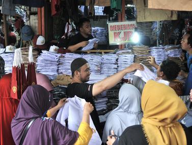 Tahun Ajaran Baru, Toko Seragam Sekolah di Pasar Jatinegara Diserbu Pembeli