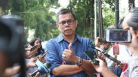 Sekjen Partai Demokrat Hinca Panjaitan memberi keterangan saat tiba di rumah Prabowo Subianto di Kertangara, Jakarta, Jumat (28/6/2019). Prabowo mengumpulkan sekjen partai koalisi Adil Makmur untuk membahas beberapa hal usai putusan MK terkait sengketa Pilpres 2019. (Liputan6.com/Angga Yuniar)