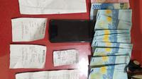 Dalam penangkapan itu, Tim Resmob Polres Minahasa Selatan juga mengamankan sejumlah barang bukti.
