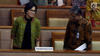 Menteri Keuangan Sri Mulyani menghadiri Rapat Paripurna DPR RI di Kompleks Parlemen, Jakarta, Kamis (27/7). DPR memberikan persetujuan untuk menjadikan aturan intip rekening dari Perppu Nomor 1 Tahun 2017 menjadi UU. (Liputan6.com/Johan Tallo)