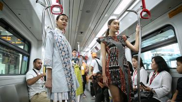 [Fimela] Fashion Show di LRT