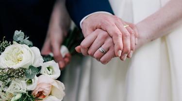 Hasil gambar untuk Mencari Cinta melalui perjodohan untuk Hubungan Pernikahan