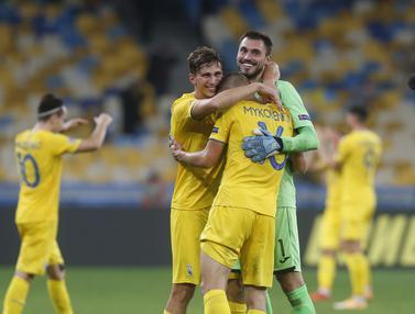 FOTO: Ukraina Taklukkan Spanyol di Olimpiyskiy Stadium