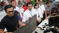 Kapolrestabes Surabaya mengungkap adanya pasokan senjata tajam untuk geng di Surabaya, Jawa Timur pada Selasa (15/10/2019). (Foto: Liputan6.com/Dian Kurniawan)