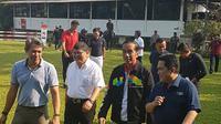 Presiden Republik Indonesia (RI), Joko Widodo mengunjungi pelatnas equestrian Asian Games 2018 di Arthayasa Stable, Bogor, Jawa Barat, Minggu (6/5/2018). (Dok: Inasgoc)