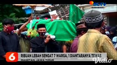 Petugas BPBD Magetan, Jawa Timur, akhirnya membasmi dua sarang tawon yang diduga telah menyerang seorang warga, Sumirah (70) hingga tewas.