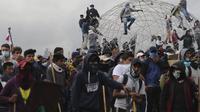 Demo anti-kebijakan IMF di Ekuador pada 2019. Sebanyak 11 korban jiwa jatuh dan puluhan orang terluka. Dok: (AP Photo/Dolores Ochoa)