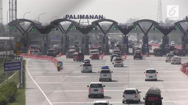 Padatnya arus mudik kendaraan dari Jakarta yang melewati tol Cipali membuat pengelola terpaksa membuka 18 gardu pembayaran
