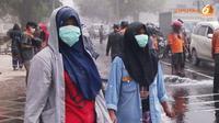 Penggunaan masker juga perlu untuk mencegah penyakit. Tapi lebih baik menggunakan masker bedah atau masker kain?