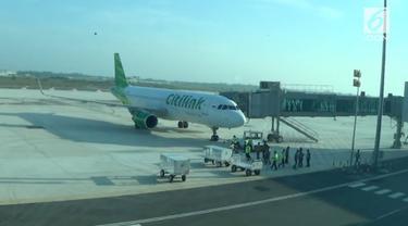 Bandara Kertajati Majalengka mulai melayani penerbangan komersial. Rute penerbangan perdana adalah bandara Kertajati menuju bandara Juanda, Sidoarjo, Jawa Timur.