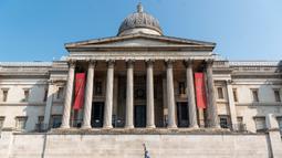 """National Gallery yang tutup di London, Inggris (24/6/2020). PM Inggris Boris Johnson mengatakan aturan jaga jarak sosial sejauh 2 meter yang saat ini berlaku akan dilonggarkan menjadi """"1 meter lebih"""" mulai 4 Juli untuk melonggarkan lebih lanjut lockdown terkait coronavirus. (Xinhua/Ray Tang)"""