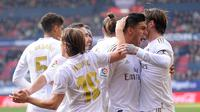 Pemain Real Madrid rayakan gol Sergio Ramos saat melawan Osasuna (ANDER GILLENEA / AFP)