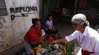 Calon Wakil Gubernur NTT nomor urut 2, Emilia Julia Nomleni atau biasa disapa Mama Emi mengunjungi daerah asalnya, Soe, Kabupaten Timor Tengah Selatan (TTS), Selasa (17/4/2018).