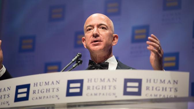 Jeff Bezos, salah satu orang terkaya dunia. (Kevin Wolf/AP Images for Human Rights Campaign)