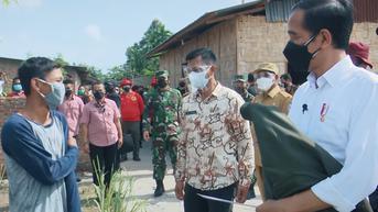 Tinjau Vaksinasi Covid-19 di Sumut, Jokowi Sempat Berikan Jaketnya ke Warga