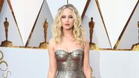 Aktris Jennifer Lawrence saat tiba menghadiri Academy Awards ke-90 di Hollywood, California (4/3). (Frazer Harrison/Getty Images/AFP)