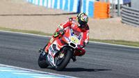 Pebalap Ducati, Andrea Iannone, mengaku puas dengan hasil tes pramusim di Sirkuit Jerez, Spanyol, Jumat (27/11/2015). (MotoGP)