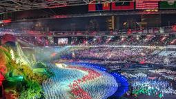 Saat parade kontingen, para penonton pun menyambut dengan hangat atlet-atlet yang akan memperjuangkan keharuman negara masing-masing. (twtter/redbb1n)