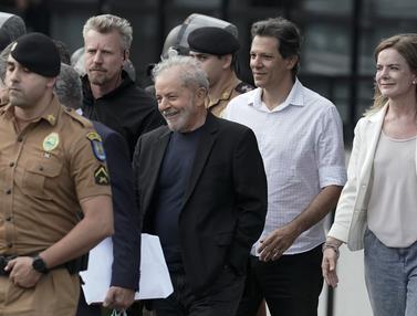 Senyum Mantan Presiden Brasil Ketika Bebas dari Penjara
