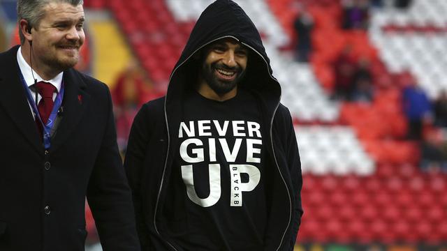 fe5db414fd2dc Mohamed Salah dan Kaus Never Give Up Penuh Makna - Dunia Bola.com