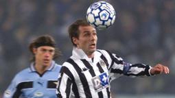 2. Antonio Conte (Juventus) - Mantan pemain Lecce ini terkenal sebagai gelandang pekerja keras saat masih bermain untuk Juventus. Jiwa kepemimpinan yang kuat membuat Conte memutuskan untuk berkarir menjadi pelatih saat ini. (AFP/Gabriel Bouys)