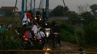 Banjir menimbulkan kemacetan lalu lintas di Kabupaten Bandung, Jawa Barat. (Foto: Riska Rachmatika/Personel Polres Kabupaten Bandung/Arie Nugraha)